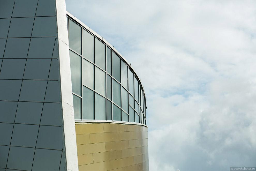 4. По архитектуре могу сказать, что да, здание явно отличается от типовых хрущевских и сталин
