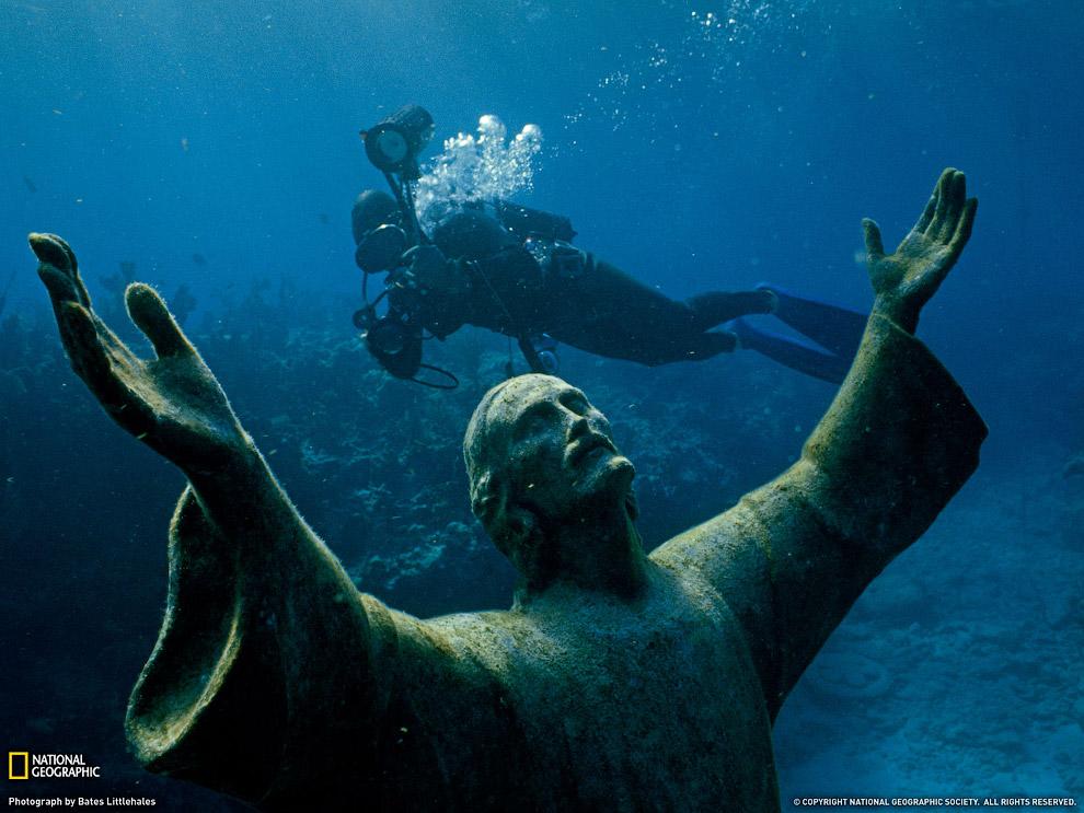 Моа?и — каменные монолитные статуи на тихоокеанском острове Пасхи, принадлежащем Чили. Этот б