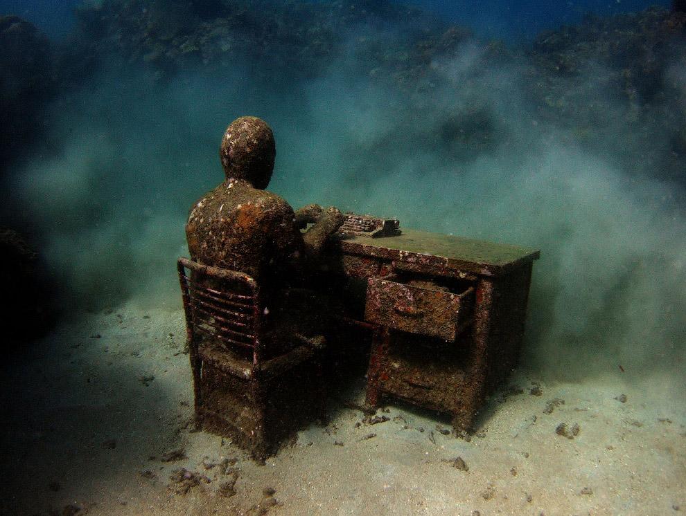 Бронзовая русалка на Каймановых островах. Создана 42-летним канадским художником Саймоном Мор