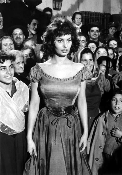 1. Софи Лорен (при рождении — София Виллани Шиколоне) родилась в Риме 20 сентября 1934 года.