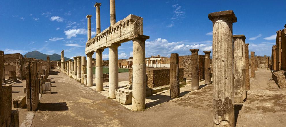 Все это дало повод комиссии ЮНЕСКО еще в 2014 году заявить, что Помпеи вот-вот исчезнут с лица Земли