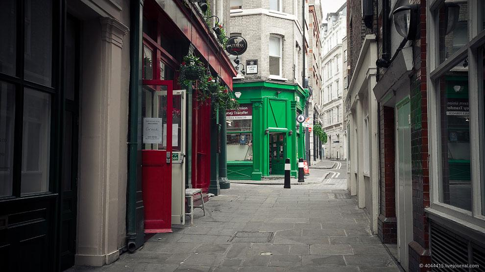 Тихие тихие улочки с маленькими магазинчиками и пивными — «пабами»: