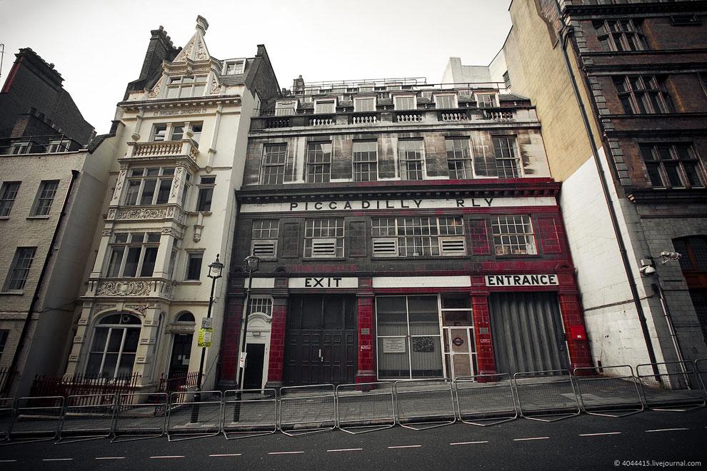 Лондонский метрополитен является старейшим и крупнейшим в мире. Его называют Underg