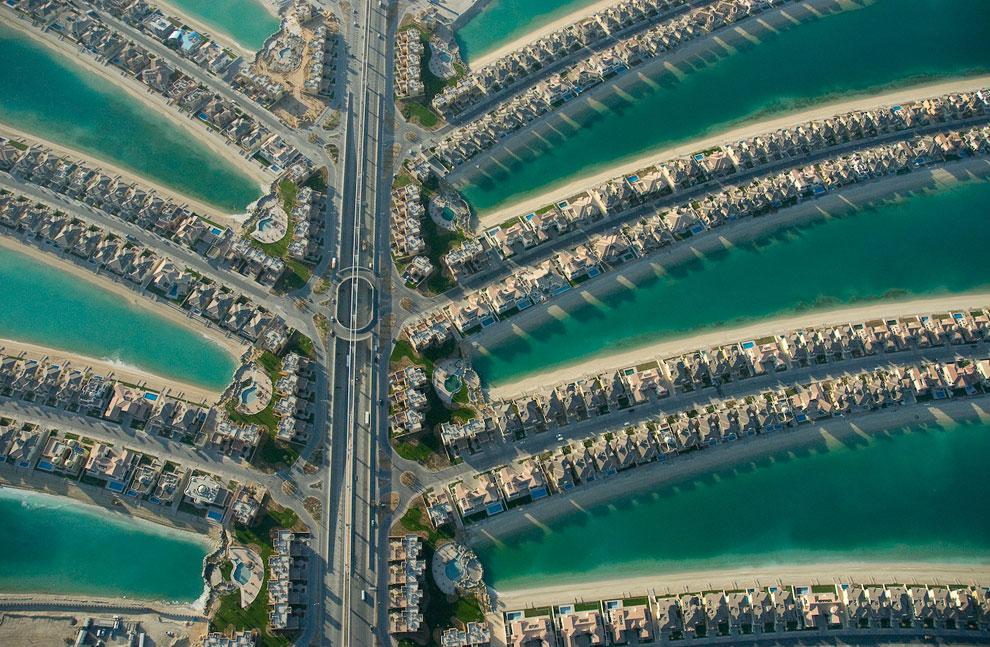 Жилые районы включают в себя около 8 000 двухэтажных особняков. 2007 год: