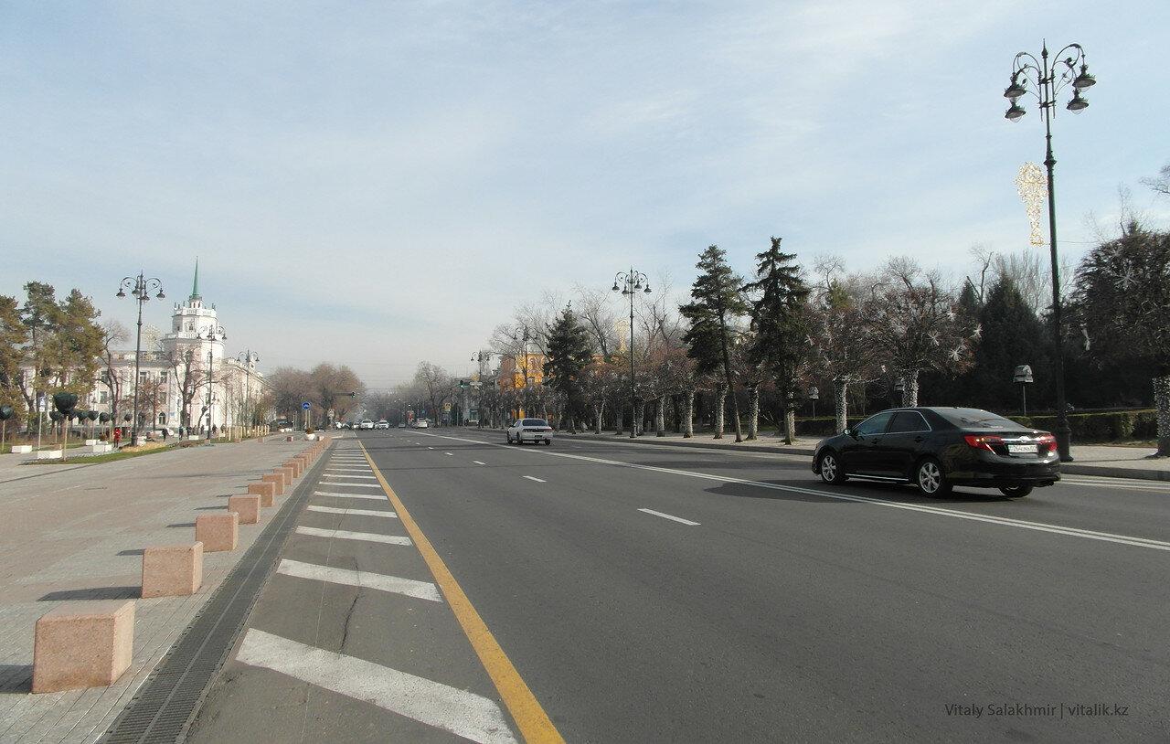 Старая площадь Алматы.