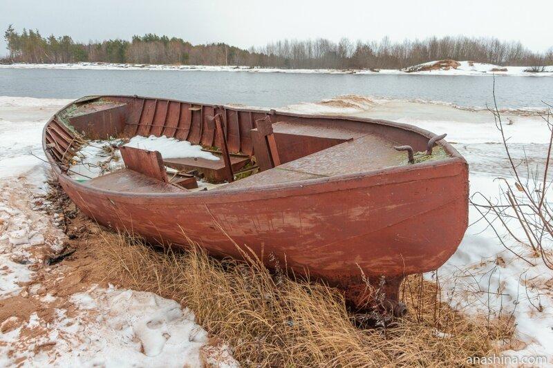 Лодка на берегу, река Андома, Вологодская область