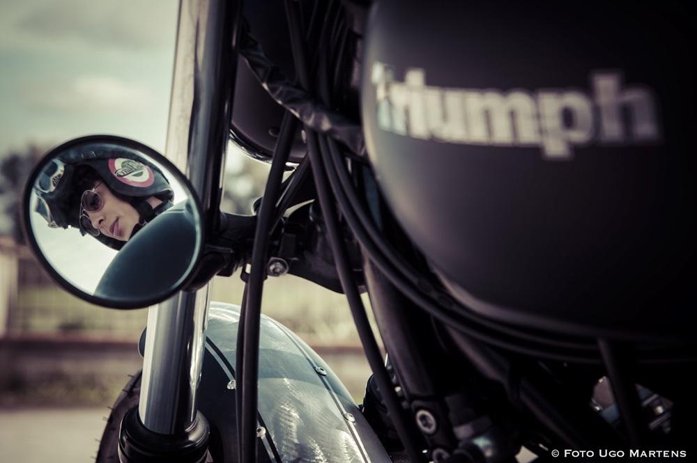 2х2: девушки и кастомы Triumph Bonneville