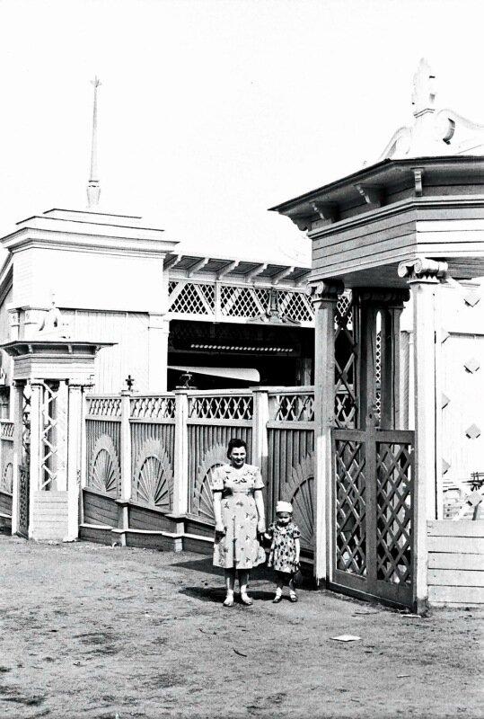 Летний кинозал 1957 г, из архива Ю. Шипко с сайта httpok.ruyasuralaalbum51567630745852.jpg