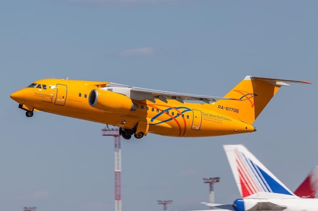 Ан-148 Саратовских авиалиний (фото Alex Snow, сайт russianplanes.net)