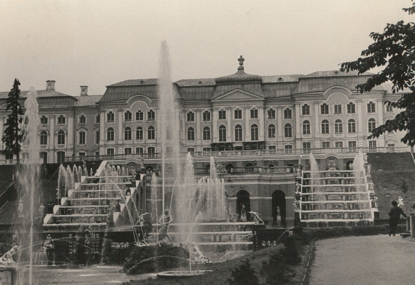 Петергоф. Большой дворец. Вид на Большой каскад с фонтаном Самсон