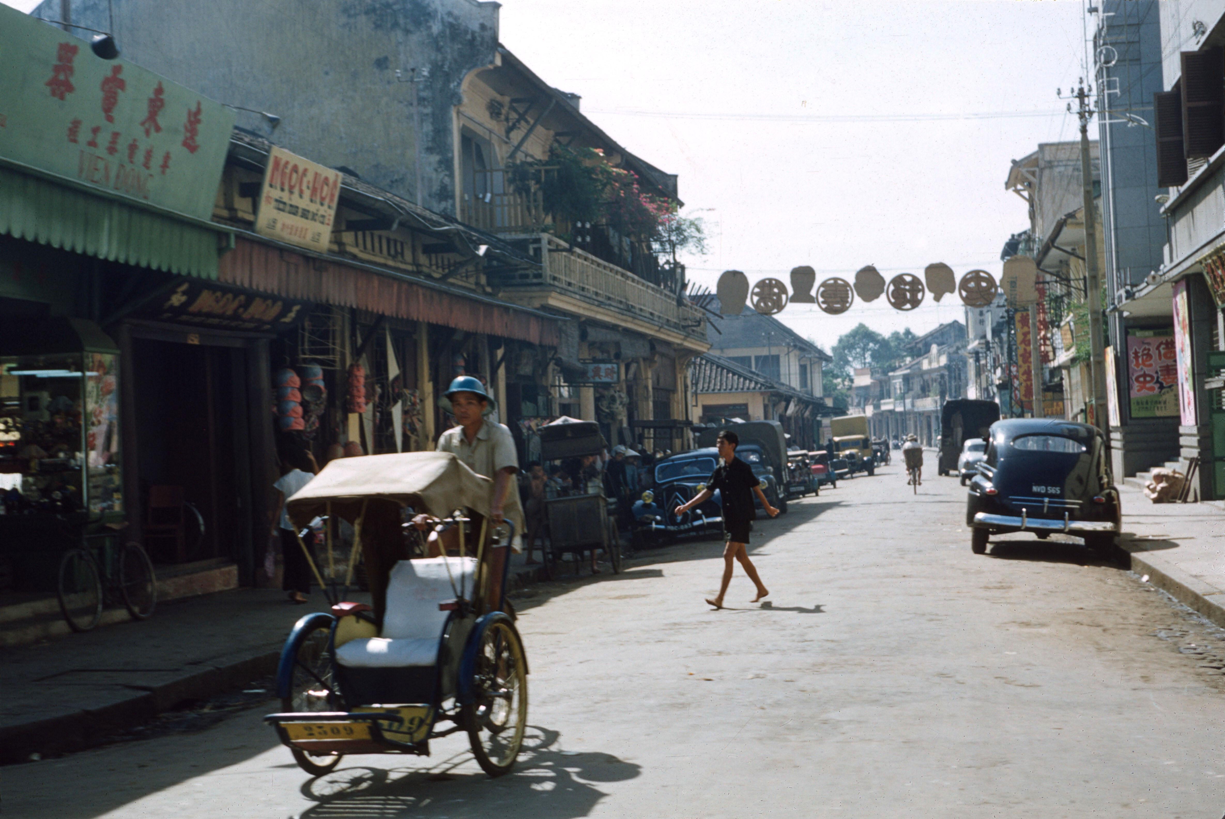 Вид с Нгуен Трай на Луонг Нхи Хок