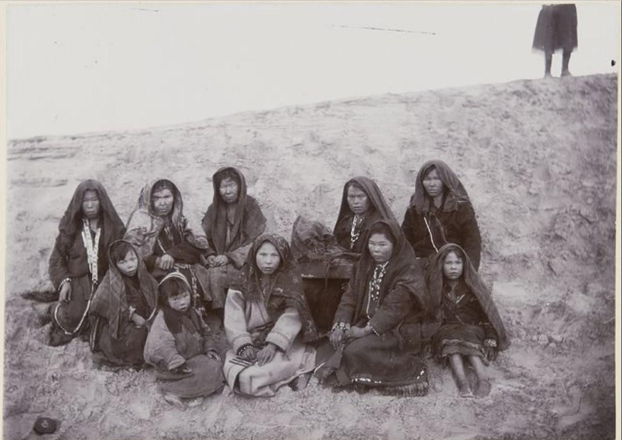 Женщины и девочки хантов