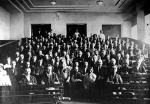 Вид зала заседания Крестьянского съезда. Петроград. 31 июля — 6 августа (13-19 августа) 1917