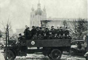 Октябрь в Петрограде. Один из красногвардейских отрядов. 1917