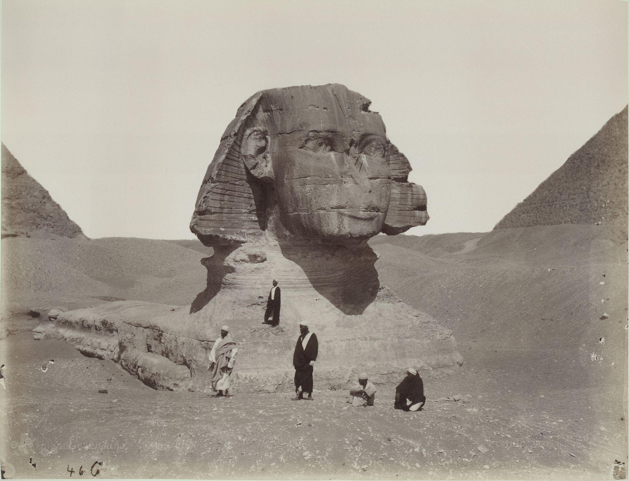 Гиза. Сфинкс с юго-востока с первой и второй пирамидой