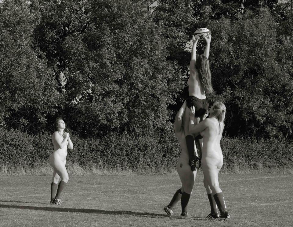 Британские регбистки разделись для второго благотворительного календаря