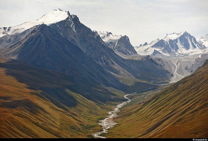 Моренное озеро № 6 на леднике им. Маншук Маметовой: