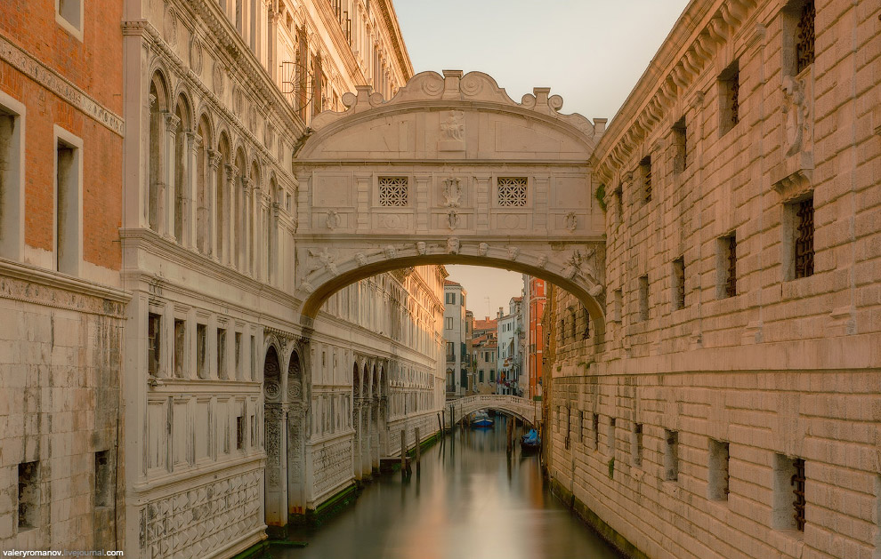 15. Зарево над Каналом. Вечерний вид с моста Академии, Венеция, Италия. Май 2014.