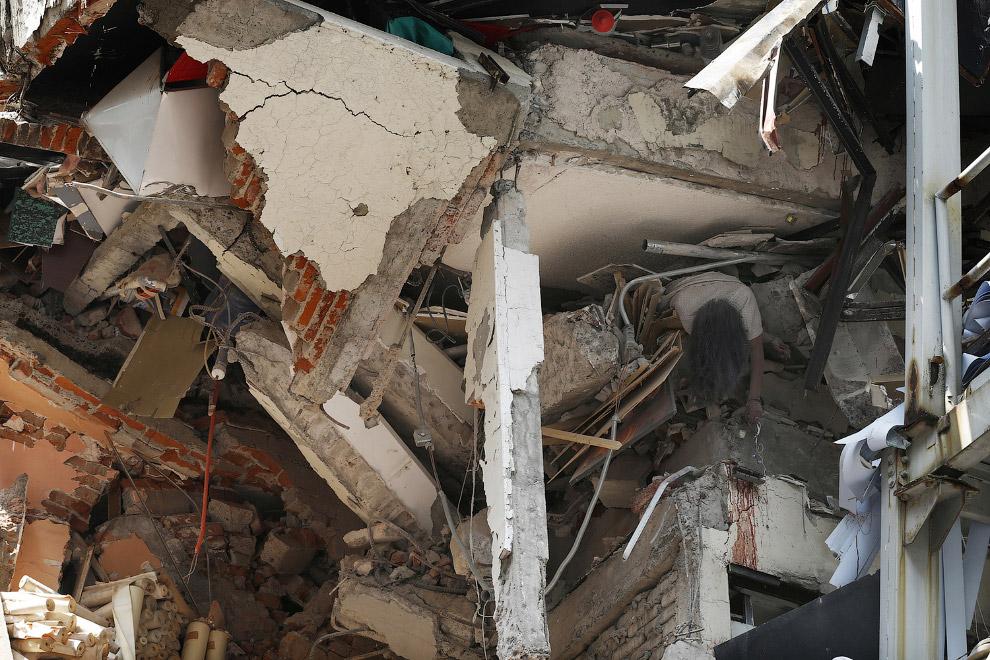 6. Спасатели в Мехико, 19 сентября 2017. (Фото Ronaldo Schemidt):