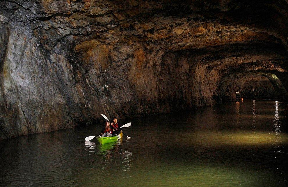 Большая пещера Ниа  — наиболее популярная достопримечательность на острове Бо