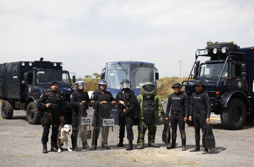 16. Отряд быстрого реагирования из Мексики. (Фото CLAUDIA DAUT):