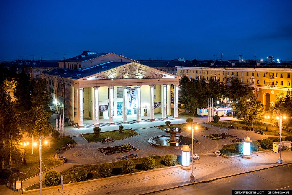 18. Одно из любимых мест отдыха и встреч горожан — фонтан на театральной площади. После реконструкци