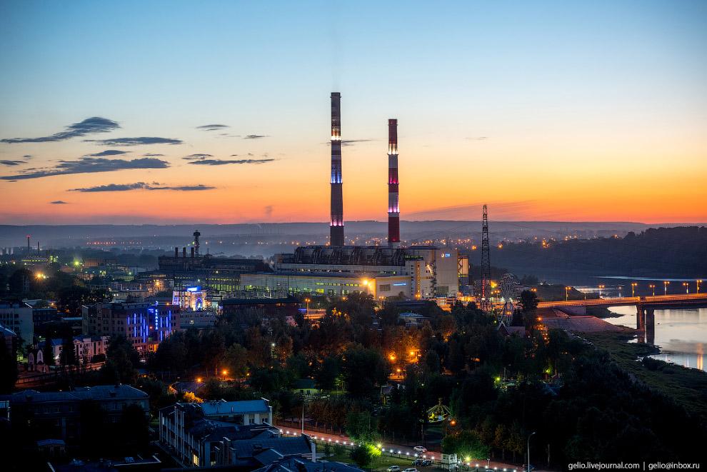 36. Капитального моста в Кемерове не было до 1952 года, с берега на берег люди перемещались по понто