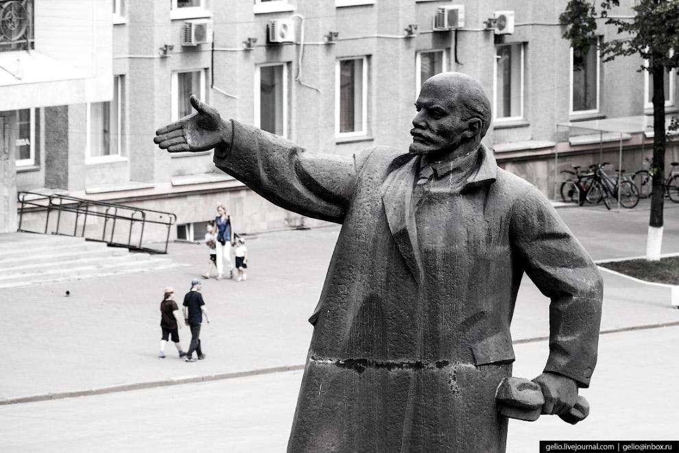 53. Кемеровский областной музей изобразительных искусств на Советском проспекте. В здании постройки