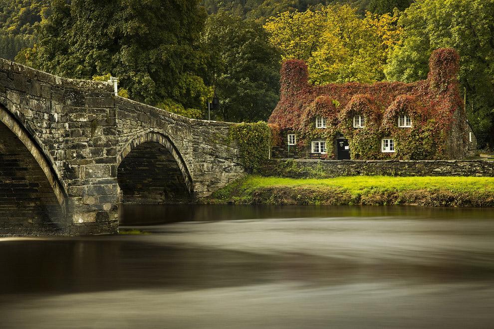 12. Находится на берегу реки в в северном Уэльсе. (Фото Christopher Furlong):