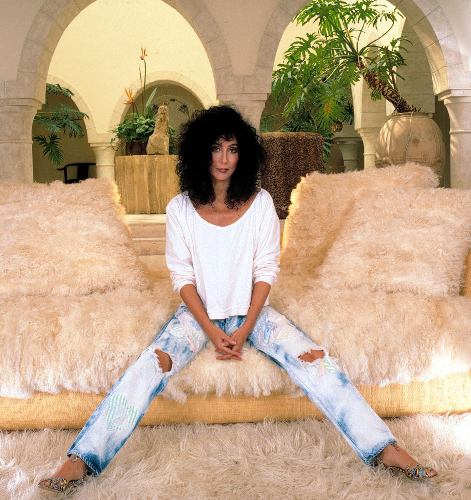 Певица Шер в джинсах-варенках, 1987.