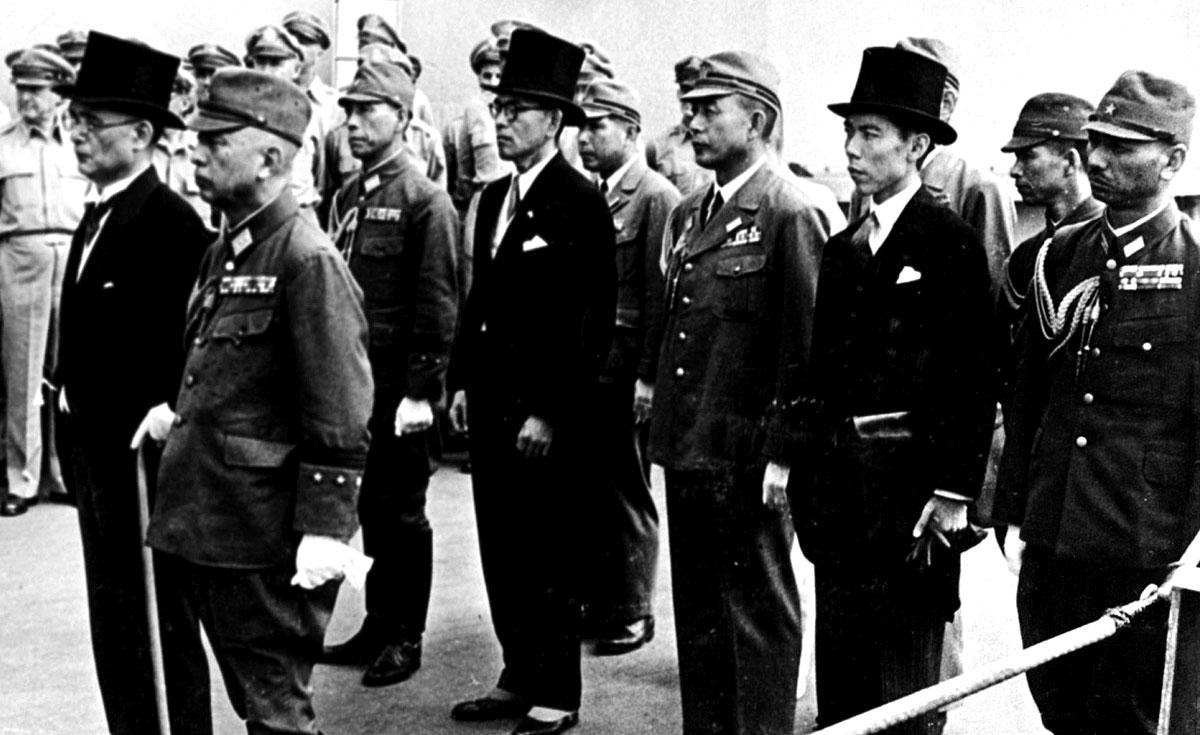"""Подписание акта о безоговорочной капитуляции Японии на борту линкора """"Миссури"""". 2 сентября 1945 года"""