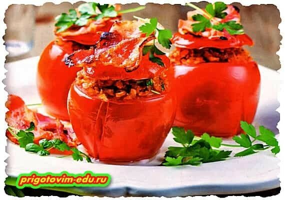 Запеченные томаты с овощами и сухариками