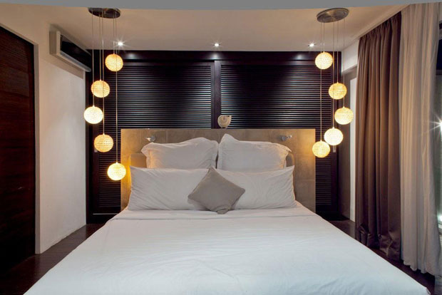 A bedroom in Casa Hannah by Bo Design    Bathroom   Overhead lighting illum