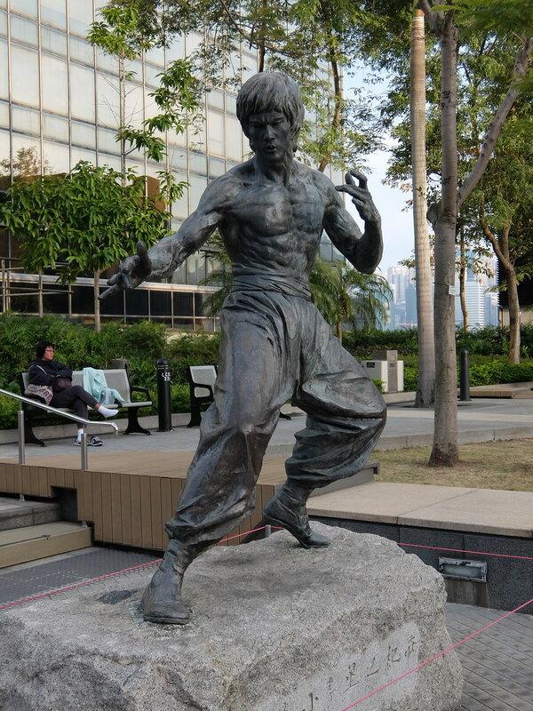 Гонконг - Сад Звезд - Памятник Брюсу Ли