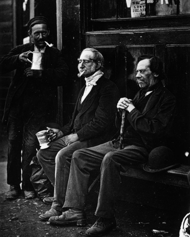 1877. Друзья наслаждаются пивом