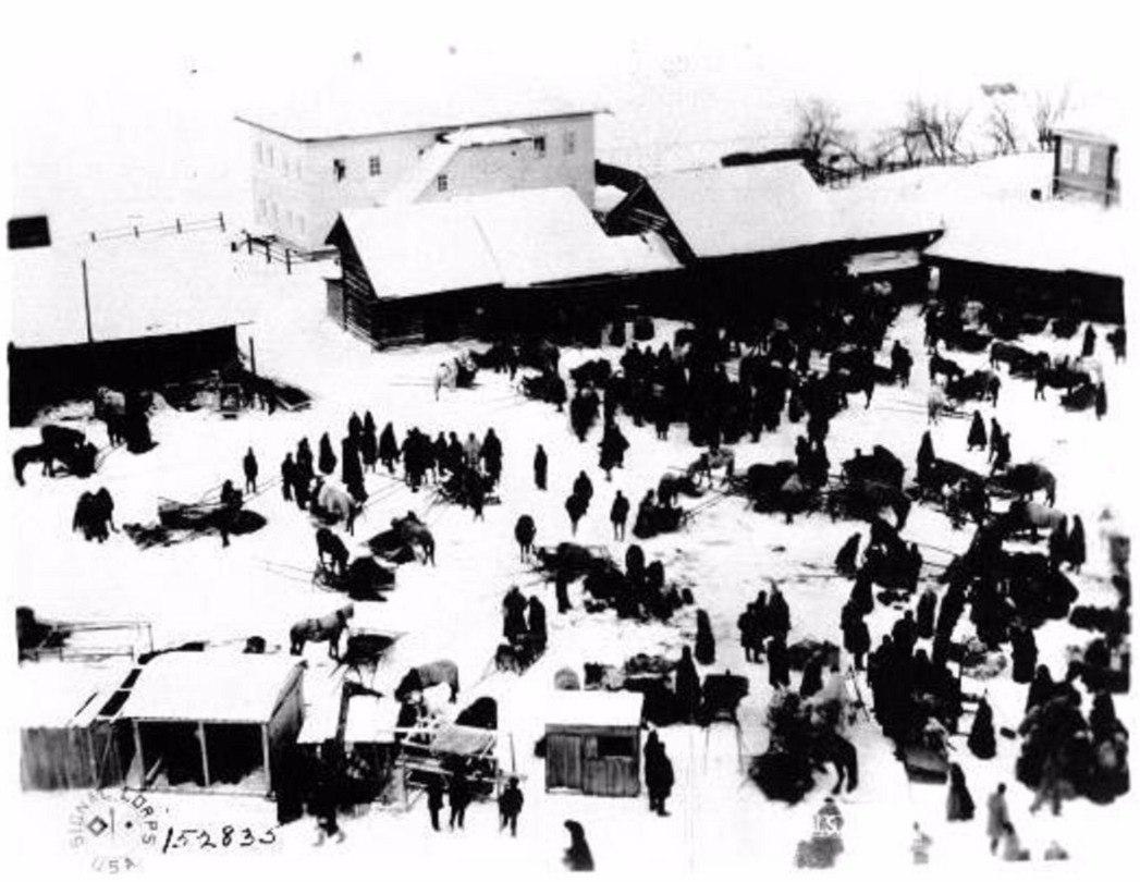 Окрестности Холмогор. Вид с колокольни Емецкого Собора на Торговую площадь