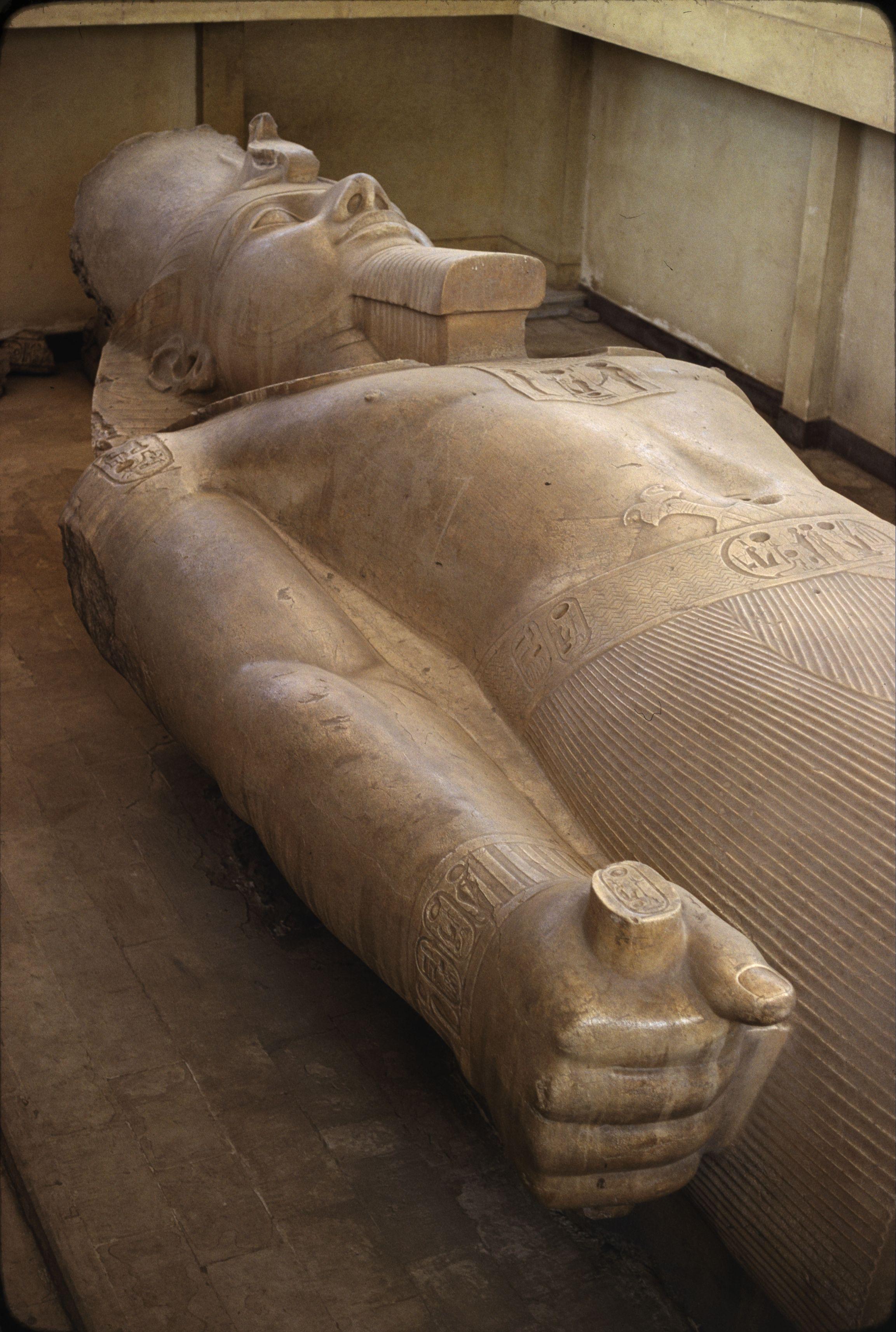 24. Мемфис, Гранитная статуя Рамзеса II