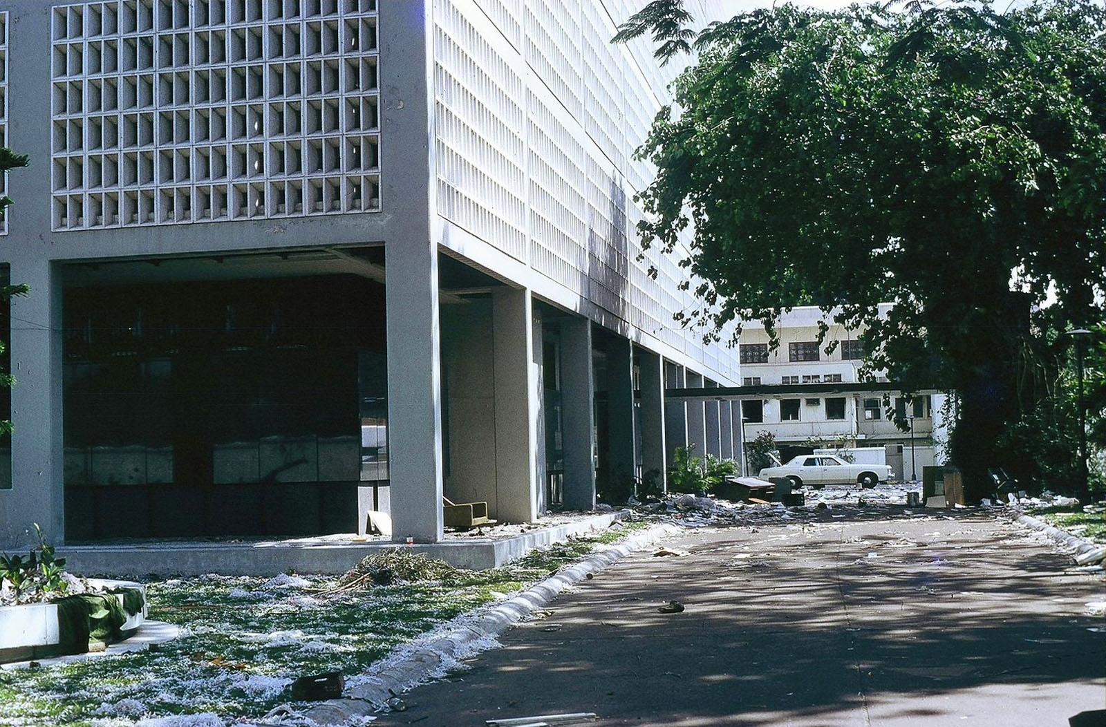 В саду американского посольства