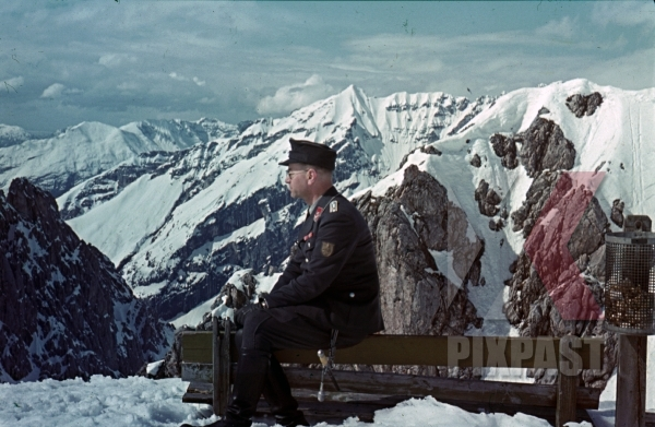 stock-photo-german-luftwaffe-officer-with-ribbon-bar-and-krim-shield-in-norway-mountains-snow-winter-1943-11367.jpg