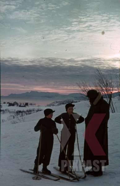 stock-photo-ww2-color-2-norwegian-children-on-skies-asking-german-soldier-with-helmet-and-kar98-rifle-snow-winter-norway-1940-8013.jpg