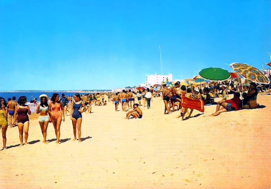 Quarteira - Uma Vista da Praia.jpg