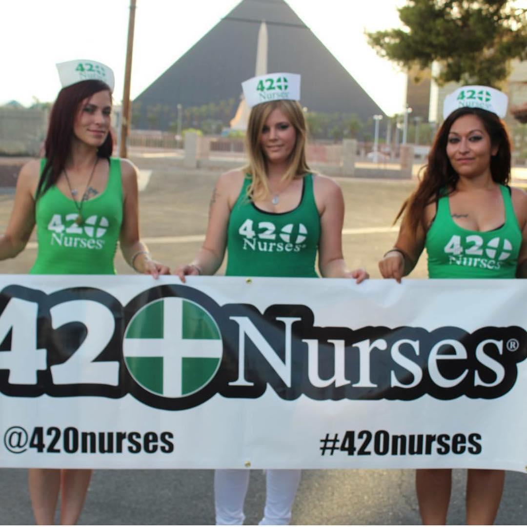 Сообщество 420 Nurses, в котором девушки пропагандируют курение марихуаны