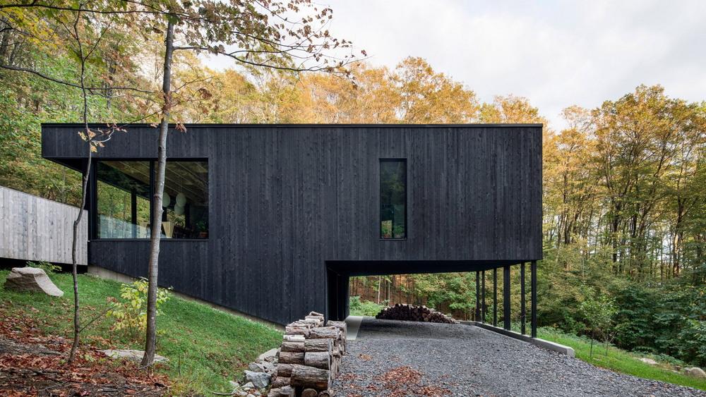 Чёрный дом «Скала» в Канаде