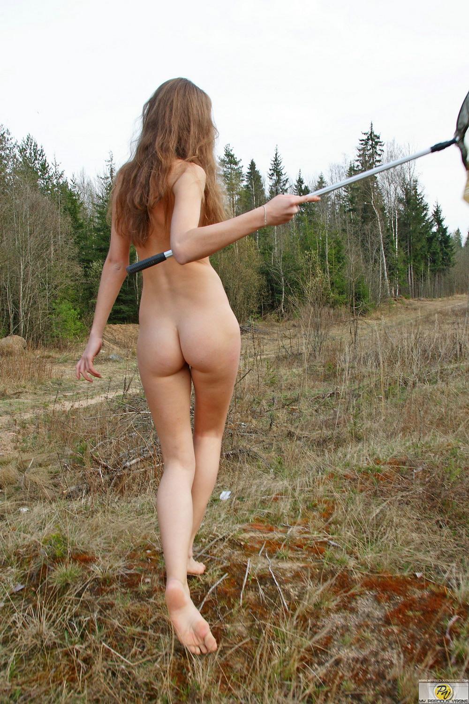 Худенькая Marsha на прогулке