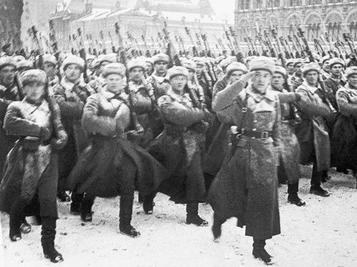 Парад 1941 года в Москве. После парада - на фронт