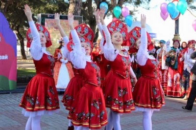 Коллектив «Кубанские казаки» вэфире «Кубань 24» спел вчесть юбилея края