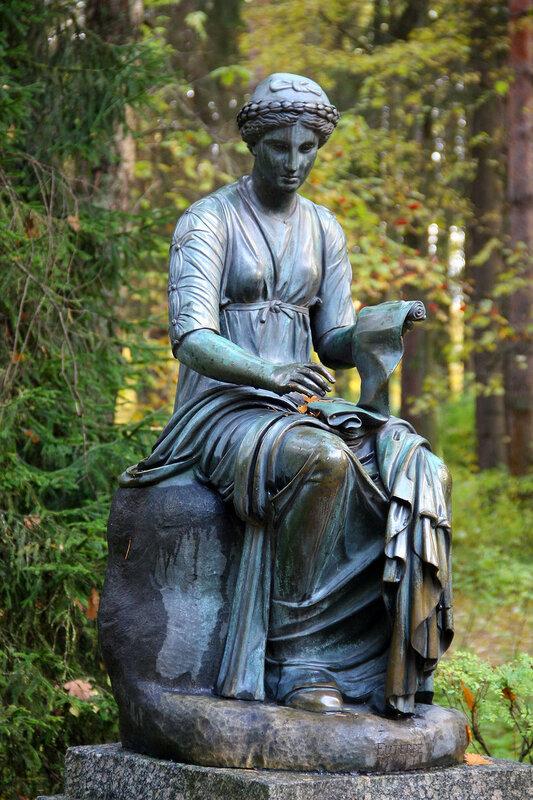 Статуя Клио в Павловском парке