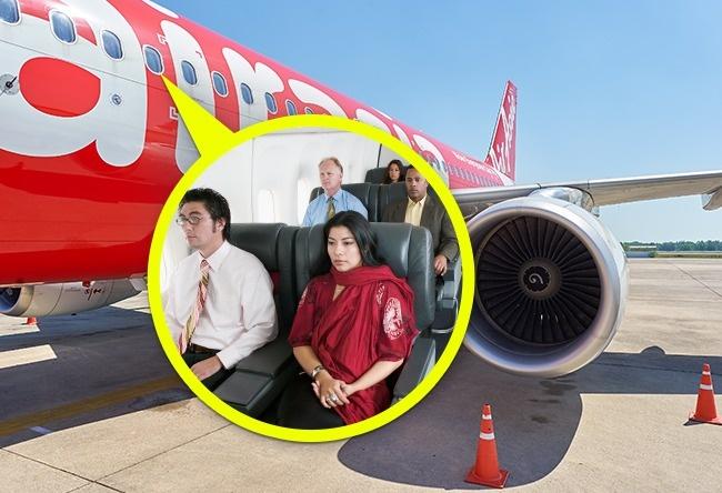 Простая причина, почему просят поднимать шторки иллюминатора при взлете ипосадке (6 фото)