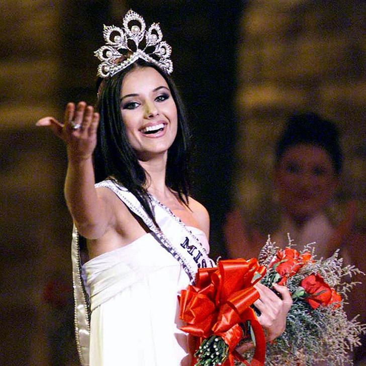 Оксана Фёдорова, Россия. «Мисс Вселенная — 2002». 24 года, рост 178 см, параметры фигуры 88?64?9