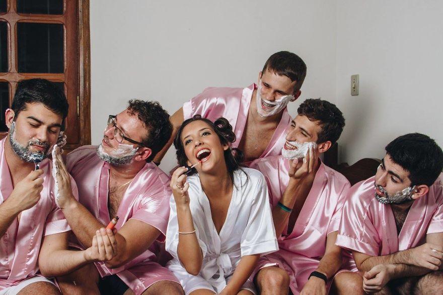 У невесты не было подруг, и она устроила «девичник» с друзьями-мужчинами (10 фото)